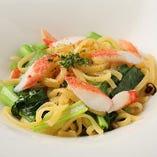 カニと小松菜のシチリア風