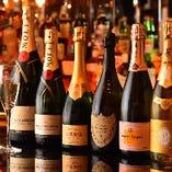 世界中から厳選したワインやシャンパンが種類豊富に揃う
