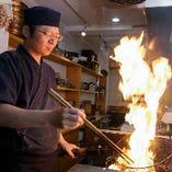 大将のつくる料理は、地鶏の良さを知り尽くした技と本格割烹の和の技法が融合。豪快かつ繊細な和の地鶏料理をお楽しみいただけます。