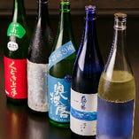 本格的な和食・地鶏料理の味を引き立てる日本酒は、全国各地の銘柄から大将自らが厳選。さらには、季節の野菜を使ったお料理に合うよう、季節限定の日本酒も選りすぐってご用意しています。