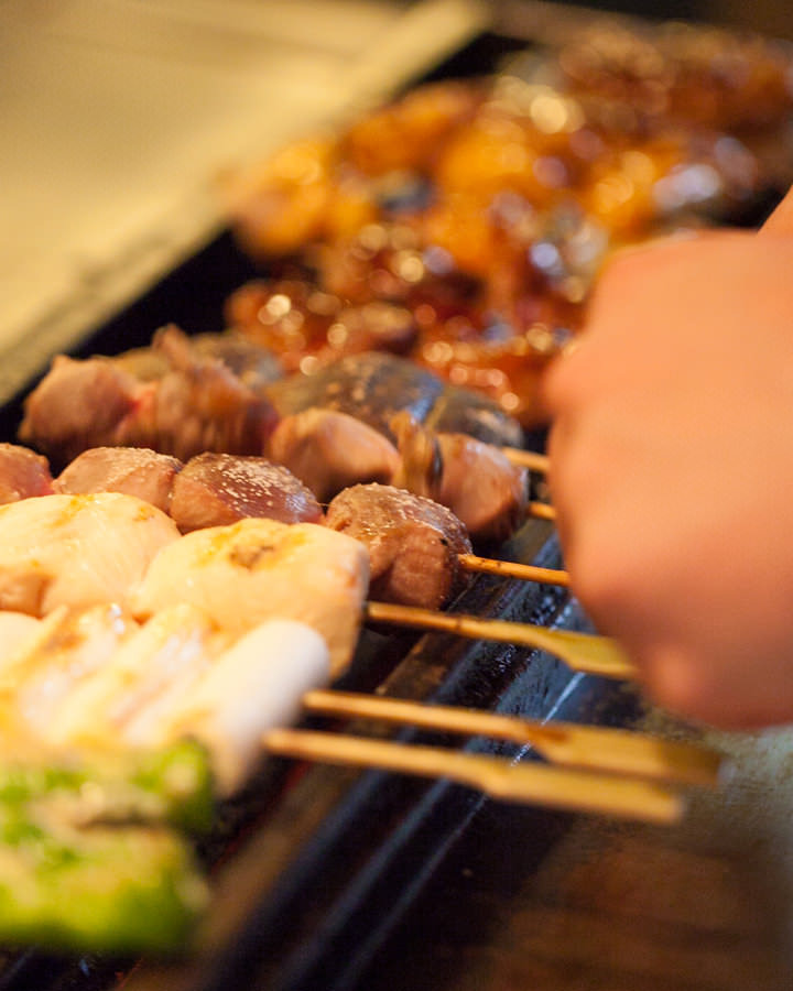 新鮮な国産鶏を じっくり丁寧に焼き上げます。