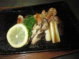 県産地鶏のシャモロックくわ焼き! 熱々でお出し致します。
