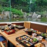 ご会食に最適な個室を完備。事前にお料理をご用意するプランも