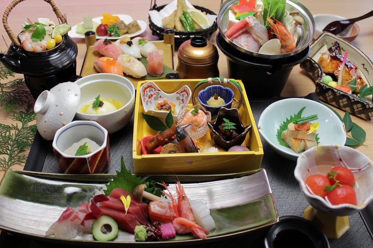 【扇-おうぎ-】会席料理コース全13品 6,200円(税抜)