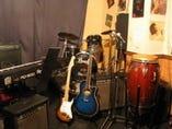 音響設備充実!楽器の貸出もOKです。ステージ有り(貸切のみ)