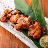 「肉付きやげん軟骨炙り焼き」は、軟骨のコリコリした食感がクセになります