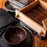多彩な鍋料理には、それぞれ最適に味わうことができるオーダーメイドのお鍋をご用意いたします