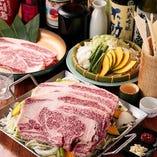 その名の通り、上質なステーキ肉をお鍋にしてお召し上がりいただく「ステーキ鍋」