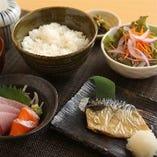 とりまつ定食(刺身と焼き魚)