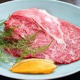 一枚切りで豪快な国産牛リブステーキ!食べ放題『国産牛焼肉』コースでどうぞ。