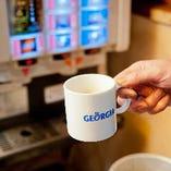 ランチタイムはコーヒーが無料!セルフサービスでご自由にどうぞ。