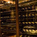 ワールドワイドに常時200種以上 のワインを取り揃えております
