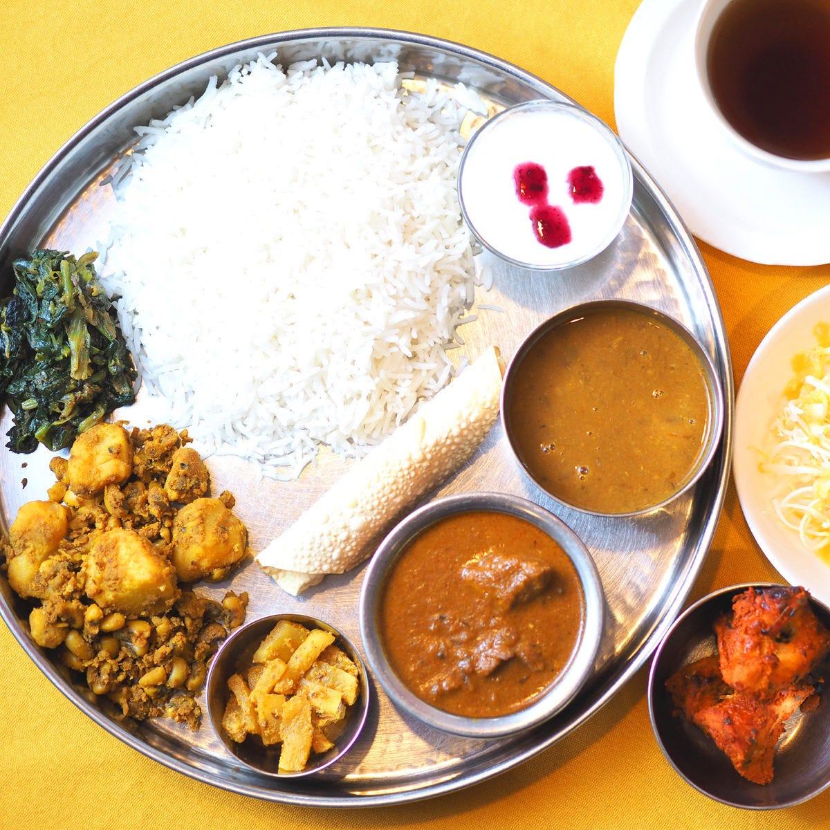 ネパール5つ星ホテルレストランの味、本格的なダルバート