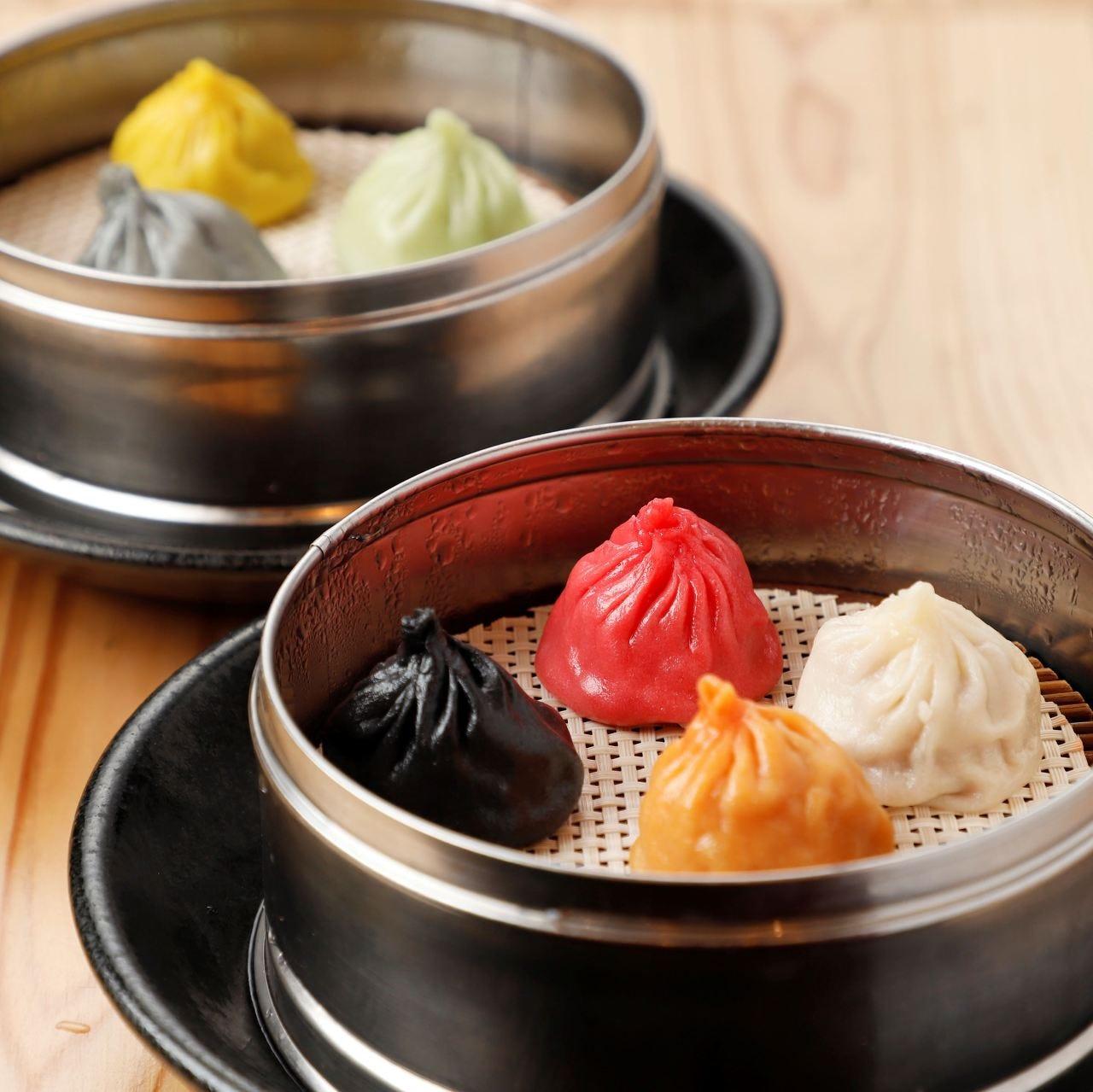 7種類の小籠包は台湾黒酢ソース 又はお好みのトッピングで!