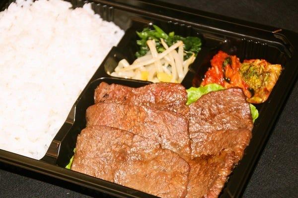 焼肉弁当1,080円(税込)~♪おうちで食道園の味を!