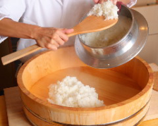 羽釜で炊き上げる自慢のシャリ