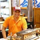 当店一番のオススメは殻付きのカキを豪快に蒸し上げる『牡蠣(カキ)のがんがん焼き』
