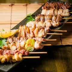 炭火で焼いた、薩摩地鶏の串焼き盛り合わせ