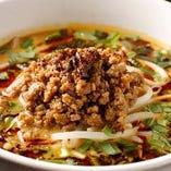 深煎りの胡麻と自家製ラー油の香る坦々麺!