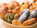 ソフト生地からハード生地まで、いろいろなパンをご用意。