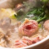 骨付きもも肉が美味しさの秘密!鶏の旨みを引き出したとりいしの水炊きを是非!
