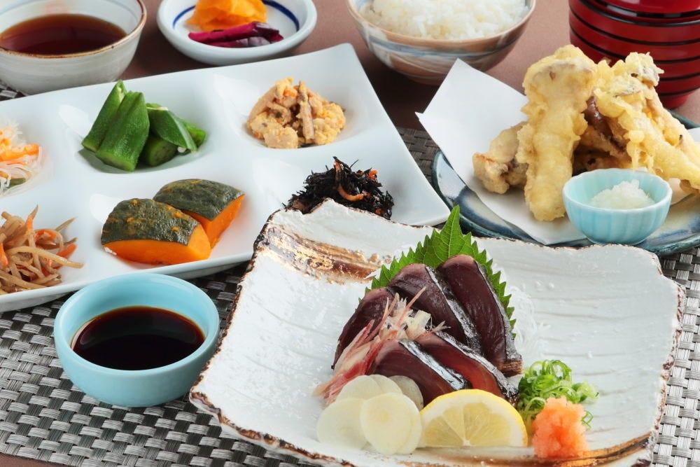 高知県産 鰹の藁焼き定食(おばんざい付)