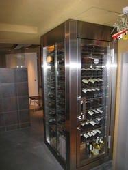 ワインを保存・熟成させるための 厳密な管理をしております。
