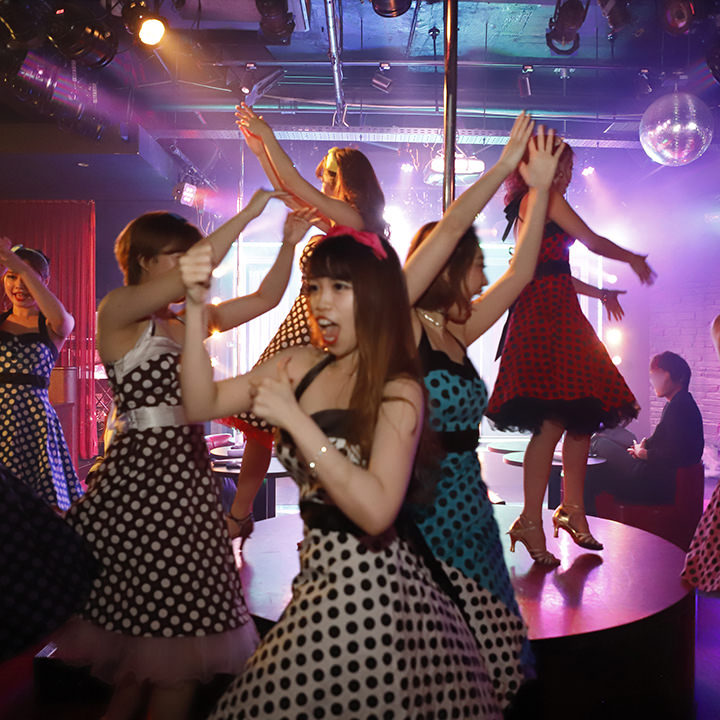 『女性グループコース』に嬉しい特別特典!ダンサーと記念撮影OK