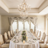 特別なお食事やパーティには優雅な2階個室で
