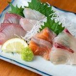 【新鮮な魚介】 地物を含めた魚介料理を日替わりでご堪能あれ