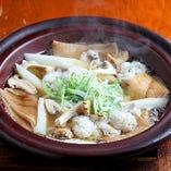 季節の鍋料理ご用意しております。