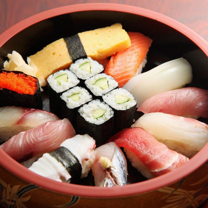 仕込みから大将のこだわりが詰まった自慢の江戸前寿司をどうぞ