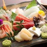 【お刺身盛り合わせ】 鮮度と質で勝負の刺盛りは一番人気!