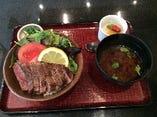 牛フィレ ステーキ丼