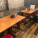 テーブル席(~2名様×8卓)