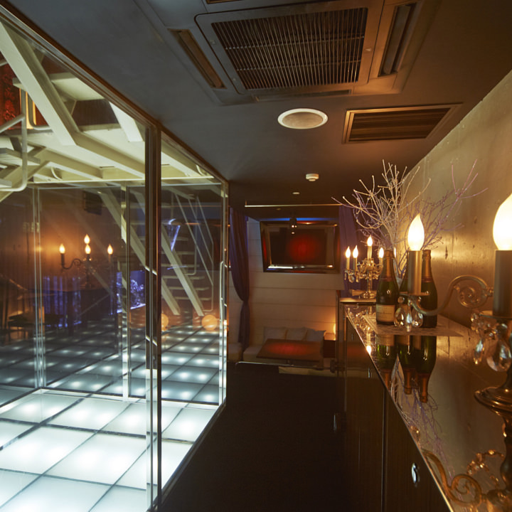 地下2階は海底個室に囲まれた回廊を歩きます