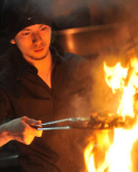 ※薩摩赤鶏の炭火焼き調理風景
