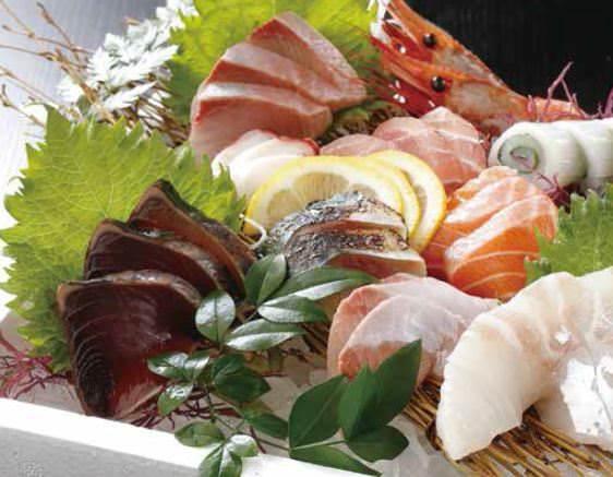 毎朝仕入れる新鮮な魚介類