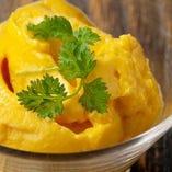 やっぱり〆にはデザート♪定番の杏仁豆腐に加え、数種類ご用意。