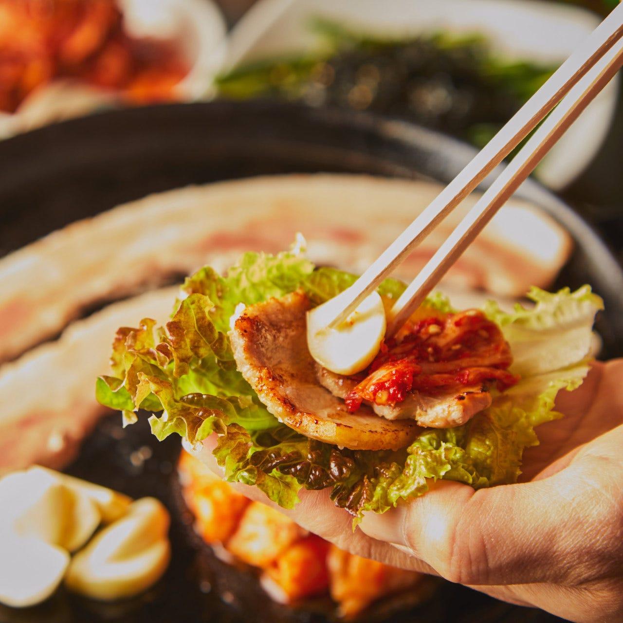バーベキュー気分で楽しむ韓国鉄板焼