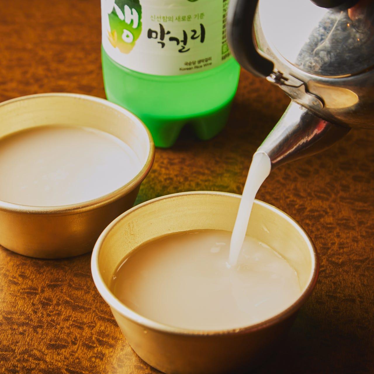 生マッコリなどの韓国酒でまずは乾杯