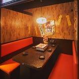 お仲間と会話を楽しみたい宴会に最適なテーブル席半個室