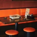 ワイワイ賑やかな宴会に最適な片側ソファー席