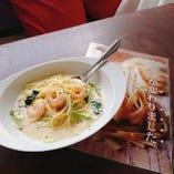小松菜とエビのクリームパスタ