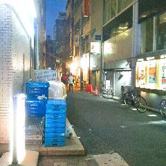 1つ目の左折路をコンビニに沿って左折。 もう右奥に当店が見えてきています。