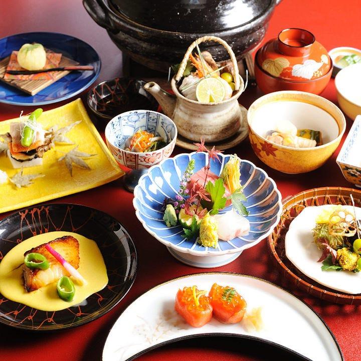 四季感溢れるお料理でおもてなし。コースは8,800円から。