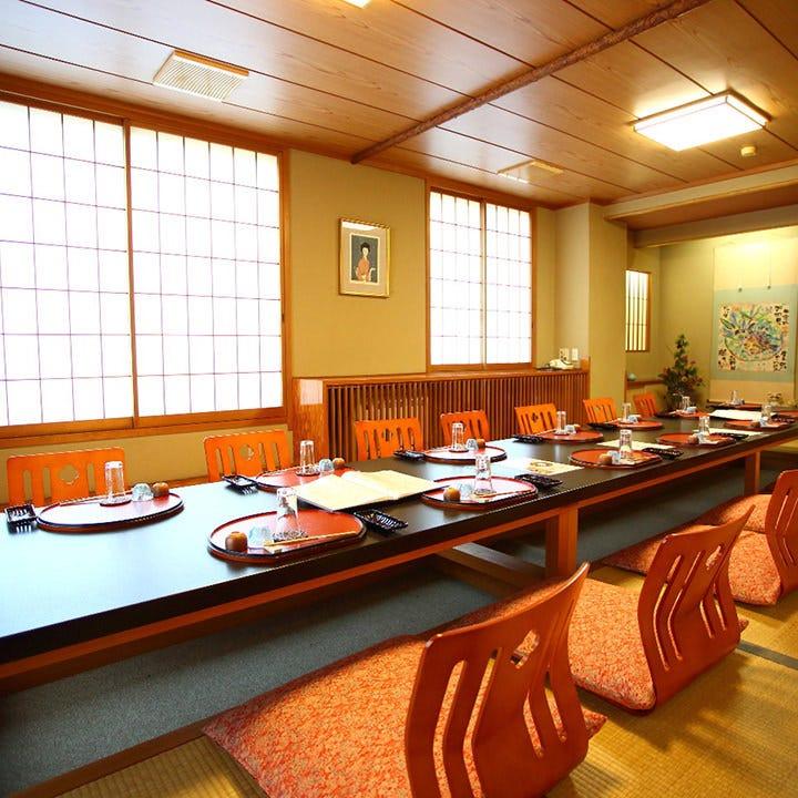 記念日のお食事や接待などに最適な完全個室。大小多彩にご用意!