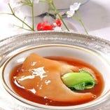 中華と言えばフカヒレ、フカヒレ煮込みは専任のチーフがいます。
