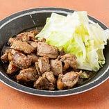 九州産銘柄鶏を使用したジューシーな鶏料理が自慢♪
