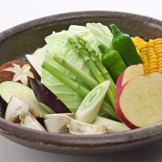 彩り豊かな焼き野菜もご用意しています。お肉とご一緒にぜひ。